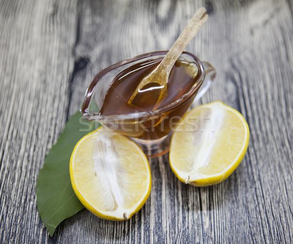 Vidrio jarrón floral miel cuchara de madera limón Foto stock © mcherevan