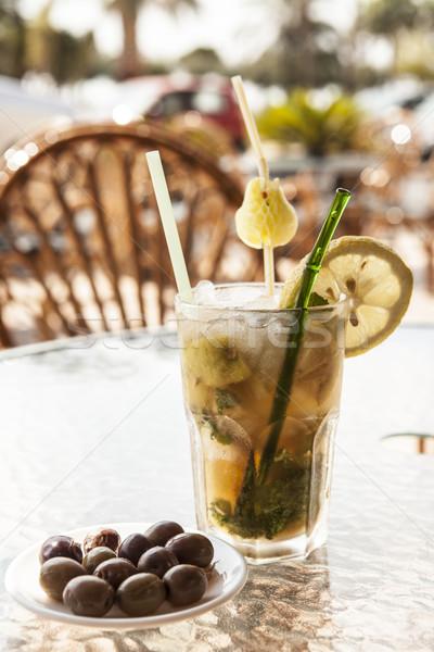 Vidro mojito azeitonas tabela cerveja fundo Foto stock © mcherevan