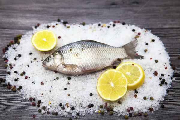 Taze sazan yaşamak balık tuz biber Stok fotoğraf © mcherevan