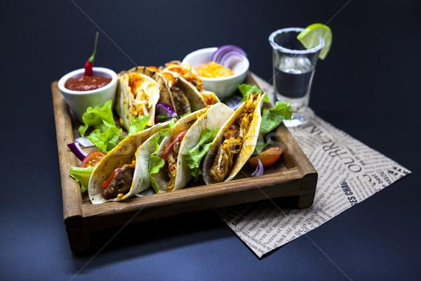 Mexicano tortilla carne carne de vacuno hortalizas picante Foto stock © mcherevan