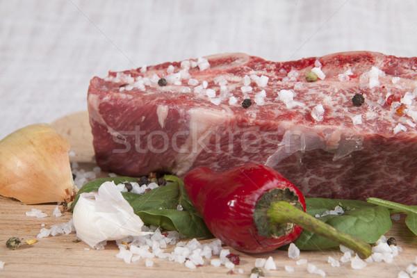 Primer plano pieza frescos carne de vacuno chile perejil Foto stock © mcherevan