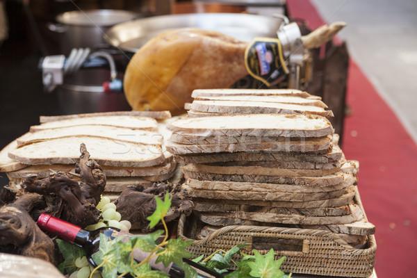 Pão fatias legumes frescos vinho presunto feira Foto stock © mcherevan