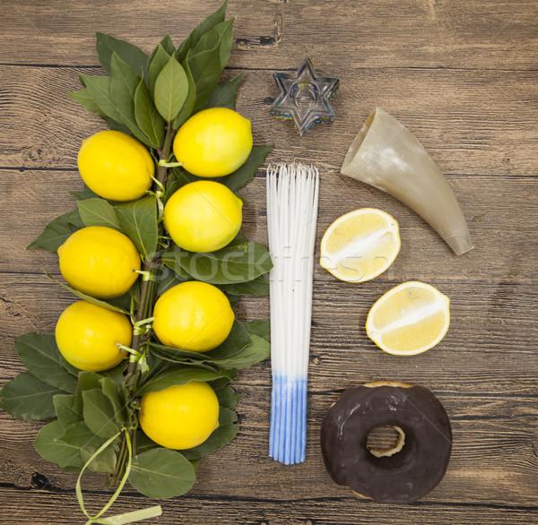 Ramo limoni candele corona capra Foto d'archivio © mcherevan