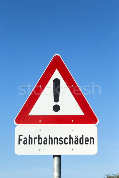 Signe de rue rue dommage avertissement icône ciel bleu Photo stock © meinzahn