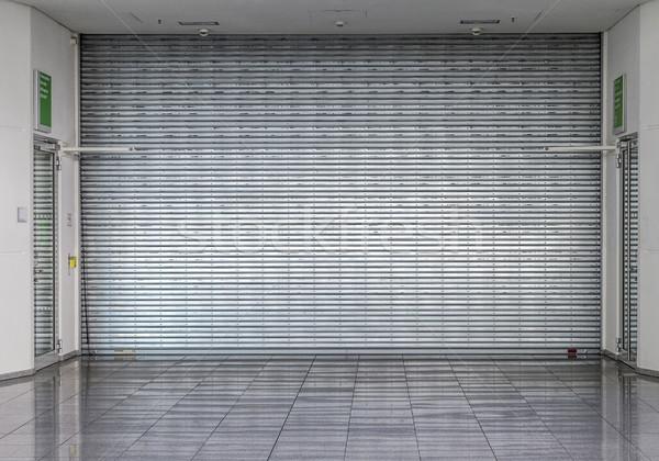 Kapalı panjur alışveriş Bina Metal Stok fotoğraf © meinzahn