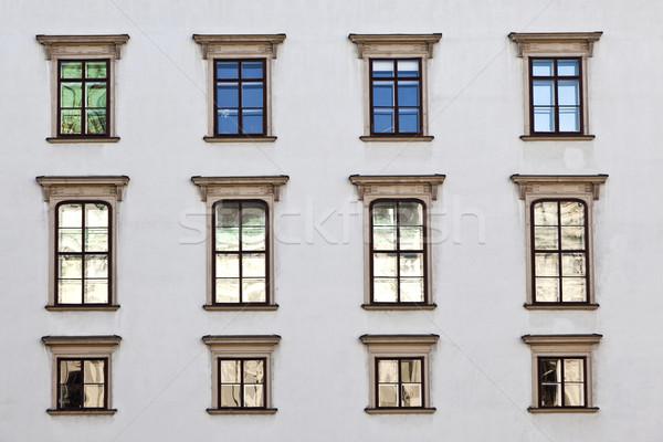 öreg ablakok homlokzat Bécs város fal Stock fotó © meinzahn