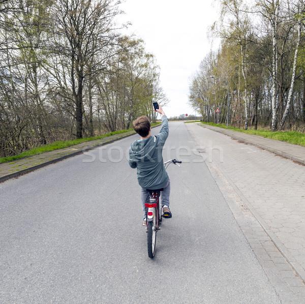 мальчика фотография верховая езда велосипедов мобильных интернет Сток-фото © meinzahn