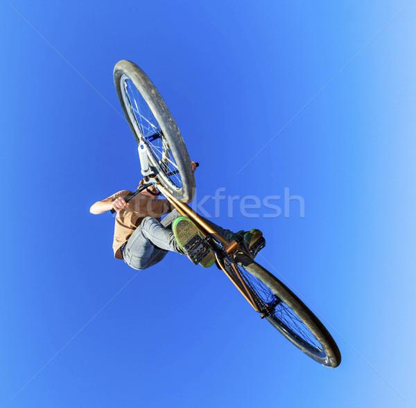Jongen vuil fiets tonen hemel sport Stockfoto © meinzahn