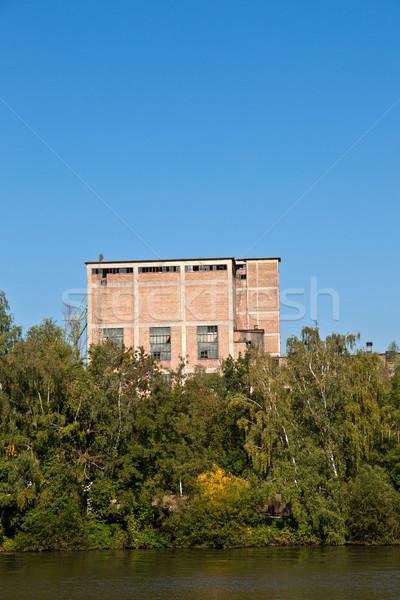 öreg elhagyatott ipari épület folyó fő- Stock fotó © meinzahn