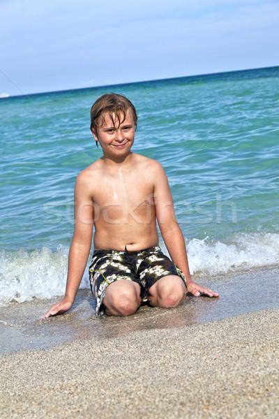 Erkek su okyanus plaj eller gülümseme Stok fotoğraf © meinzahn