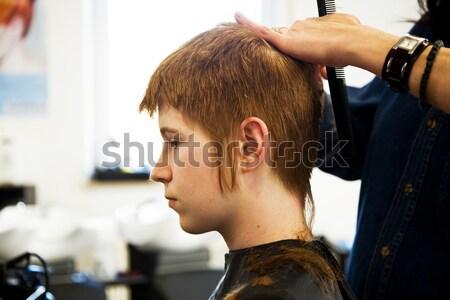 Sonriendo peluquero belleza adolescente Foto stock © meinzahn