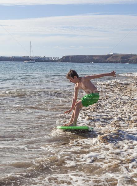 Fiú jókedv fut szörfdeszka hullámok haj Stock fotó © meinzahn