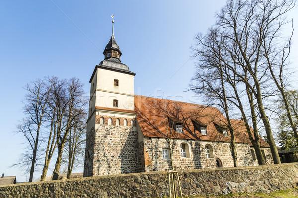 Alten Kirche wenig Dorf Wasser Haus Stock foto © meinzahn