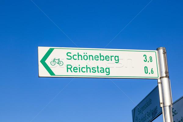 знак направлении Берлин Германия небе Сток-фото © meinzahn