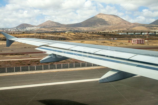 Felszállás repülőtér horizont utca otthon ablak Stock fotó © meinzahn