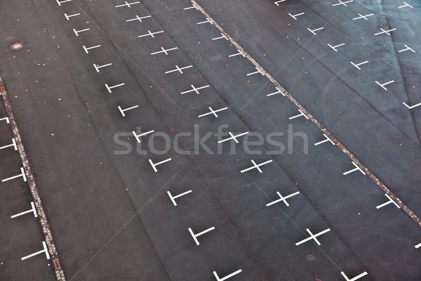 Parkolóhely autók keresztek autó város kereszt Stock fotó © meinzahn