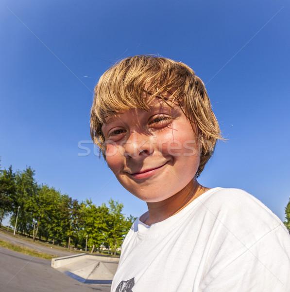 Młody chłopak skate parku uśmiech twarz sportu Zdjęcia stock © meinzahn