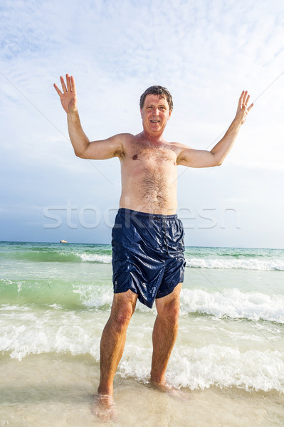 Férfi gyönyörű homokos tengerpart érett férfi boldog óceán Stock fotó © meinzahn