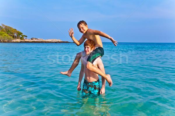 Frères jouer ensemble belle mer cristal Photo stock © meinzahn