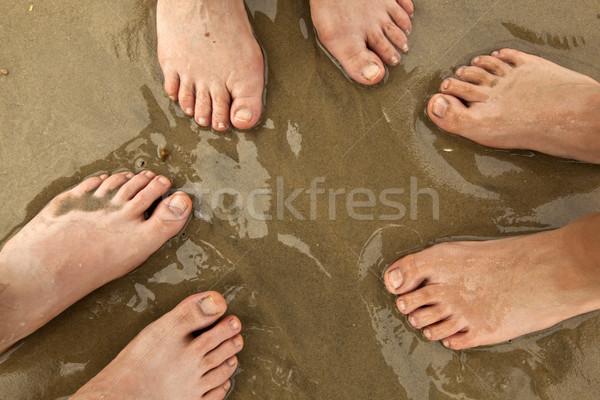 Familia playa pies pie junto ninos Foto stock © meinzahn