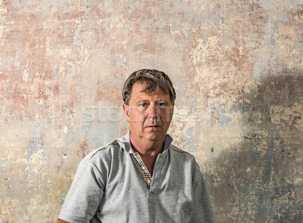 Portret senior man oude muur Stockfoto © meinzahn