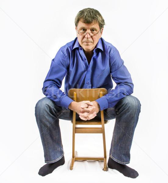 Hombre pequeño silla de madera hombre guapo silla retrato Foto stock © meinzahn