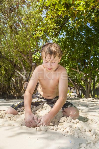 Boldog fiatal srác homok tengerpart épületek gyerekek Stock fotó © meinzahn