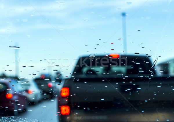 Embouteillage voiture pare-brise pluie urbaine mobiles Photo stock © meinzahn