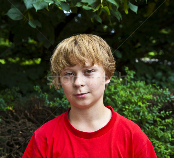 Uśmiechnięty szczęśliwy młody chłopak zielone oczy dzieci twarz Zdjęcia stock © meinzahn