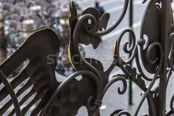 Ferro pássaro ornamento velho varanda Foto stock © meinzahn