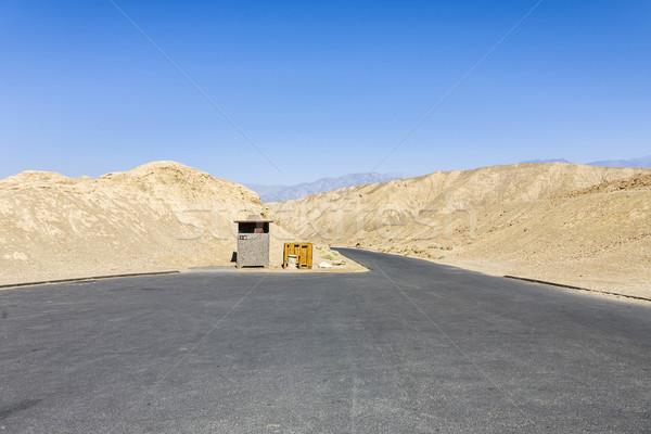 Pusty parking miejsce śmierci dolinie Błękitne niebo Zdjęcia stock © meinzahn