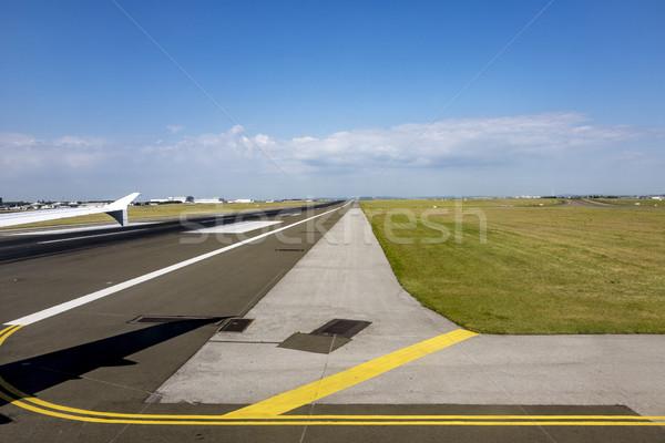 Kifutópálya repülőtér Párizs Franciaország 2015 Stock fotó © meinzahn