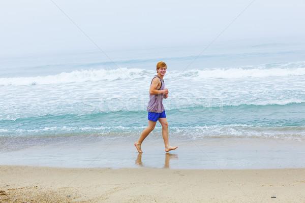 Cute jonge lege strand ochtend Stockfoto © meinzahn