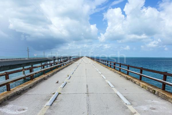 öreg hét mérföldek híd felhős égbolt Stock fotó © meinzahn