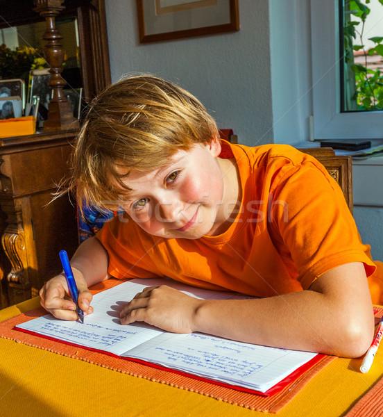 Chłopca praca domowa szkoły tabeli salon Zdjęcia stock © meinzahn