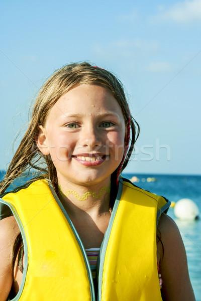 Giovane ragazza spiaggia umido capelli cute sorriso Foto d'archivio © meinzahn