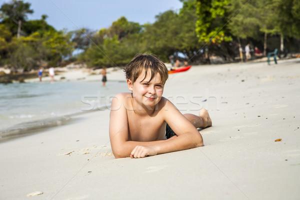 Nino mentiras playa de arena caliente arena feliz Foto stock © meinzahn