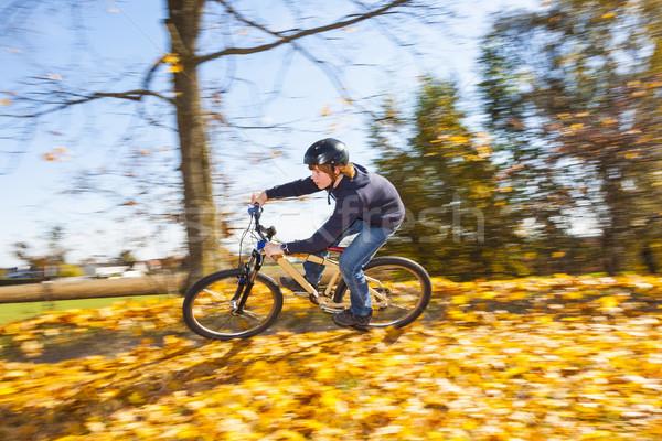 Chłopca rower prędkości otwarte brud rowerów Zdjęcia stock © meinzahn