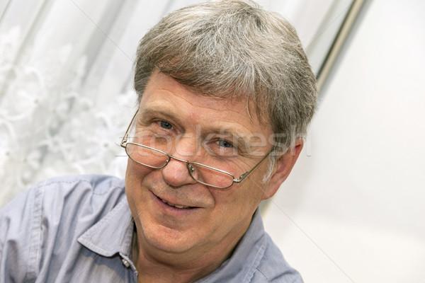 Mosolyog érett férfi olvasószemüveg portré Stock fotó © meinzahn
