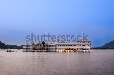 Jezioro pałac wcześnie rano świetle budynku górskich Zdjęcia stock © meinzahn