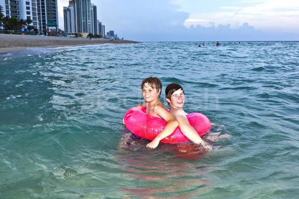 Brüder schwimmen Ring Spaß Ozean zwei Stock foto © meinzahn