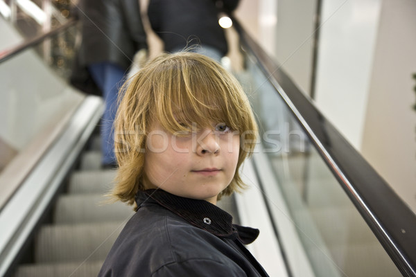 Gyermek mosolyog lépcsőfeljáró pláza mosoly arc Stock fotó © meinzahn