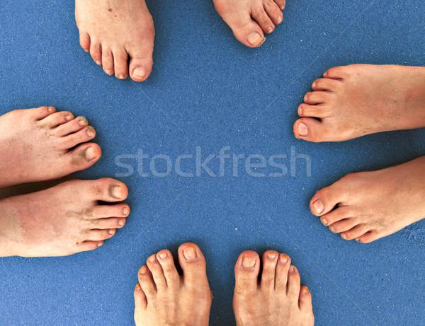 Familie strand voeten permanente samen Blauw Stockfoto © meinzahn