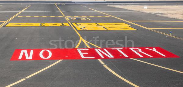 No signo pista aeropuerto océano sonrisa Foto stock © meinzahn