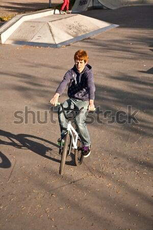 Kırmızı erkek bisiklet paten park atlama Stok fotoğraf © meinzahn
