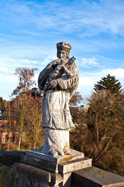 Estatua cruz Jesús Cristo puente río Foto stock © meinzahn