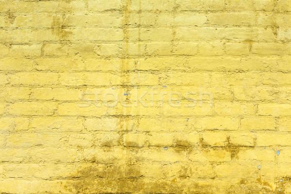 Giallo verniciato vecchio muro di mattoni muro Foto d'archivio © meinzahn