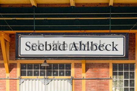 Famoso velho estação de trem assinar parede de tijolos Foto stock © meinzahn