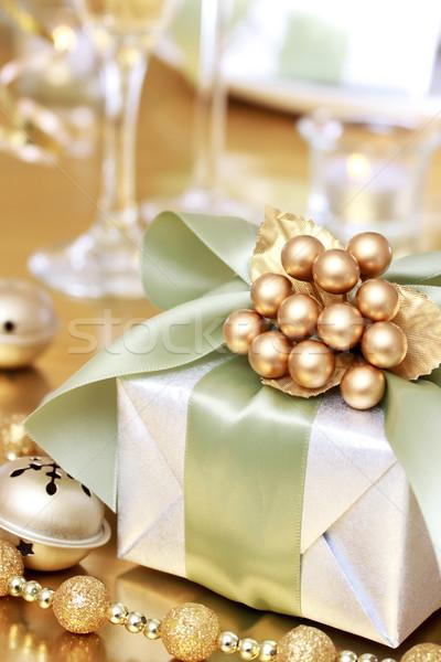 Karácsony ajándék doboz ebédlőasztal boldog üveg zöld Stock fotó © Melpomene