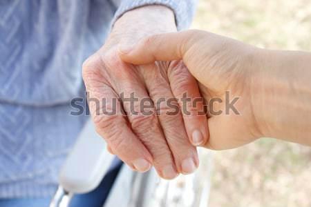 Stockfoto: Senior · jonge · handen · holding · handen · witte · vrouw